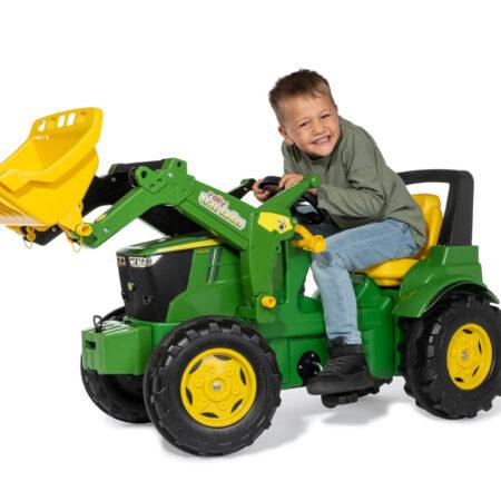 Traktor JD sa utovarivačem